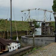 Harbor entry in Schoonhoven, the Netherlands. Photo via Flickr:Ronald van der Graaf