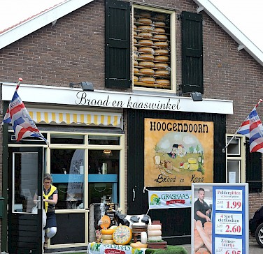 Bread and cheese shop in Schoonhoven, the Netherlands. Photo via Flickr:bert knottenbeld