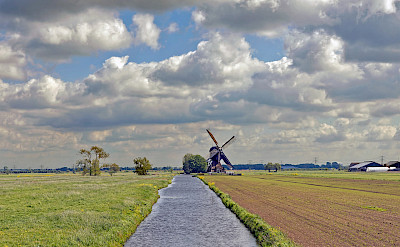 Biking the countryside of the Netherlands. ©holland fotograaf