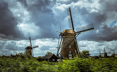 The windmill row in Kinderdijk, South Holland, the Netherlands. Flickr:Leonardo Angelini