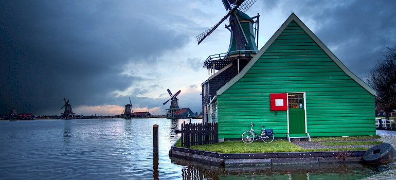 Bike rest in the Zaanse Schans, Zaandam, North Holland, the Netherlands. Photo via Flickr:Anne Dirkse