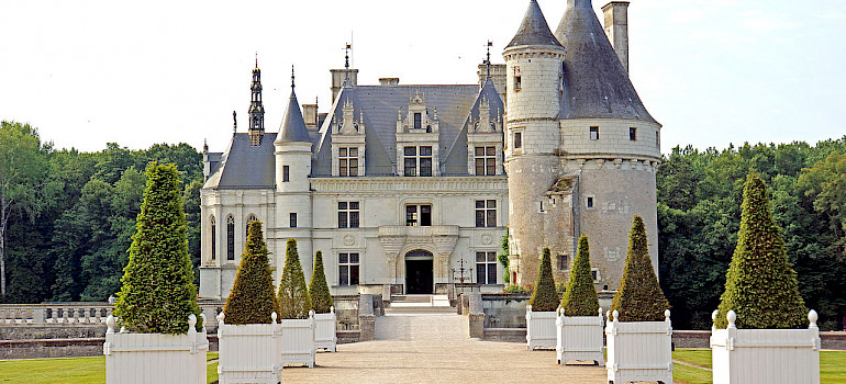 Château de Chenonceau, Loire Valley, France. Photo via Wikimedia Commons:Dennis Jarvis