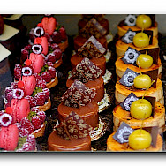 Delicacies to try at the Patisserie in France! Flickr:Arend