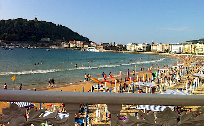 From bike to beach perhaps in San Sebastian, Spain. Flickr:Jeremy Keith