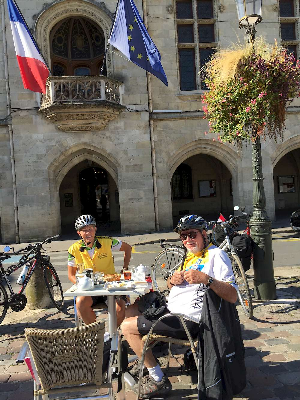 Libourne with another travelers