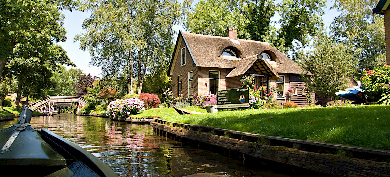 Boating on the canals in Giethoorn, Overijssel, the Netherlands. Photo via Flickr:piotr ilowiecki