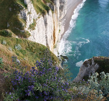 Famous chalk cliffs of Etretat, Seine-Maritime department, Normandy, France. Photo via Flickr:EosClio