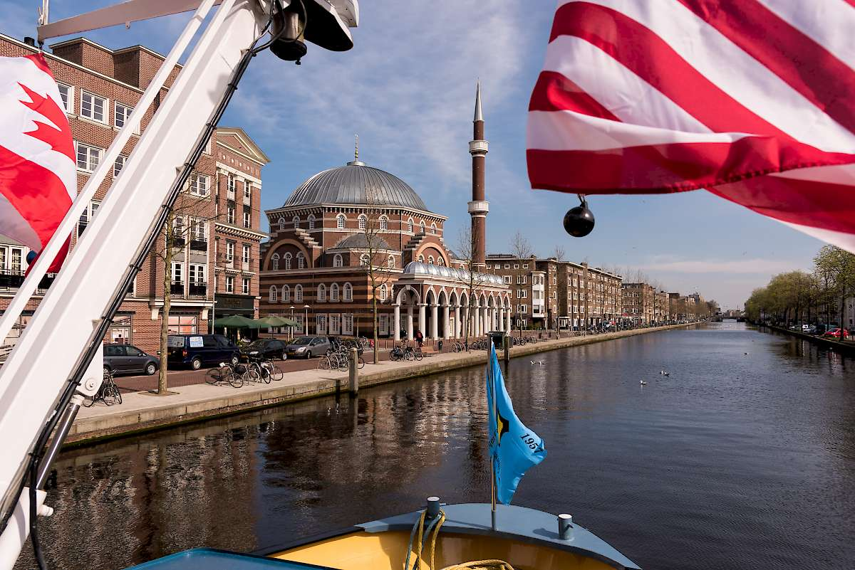 Cruising the canals on the Zwaantje
