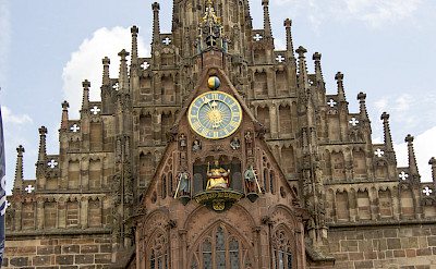 <i>Fassade der Frauenkirche am Nürnberger Hauptmarkt</i> in Nuremberg, Germany. Flickr:Norbert Staudt