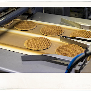 Stroopwaffels on conveyor