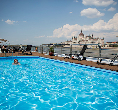 MS Carissima | Bike & Boat Tours | Pool on the sundeck