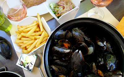 Moules frites in France! Flickr:sailn1