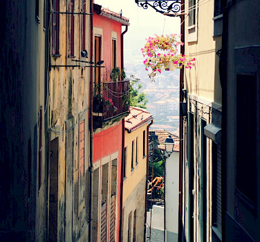 Old town of Porto, Portugal. Photo via Flickr:Lily