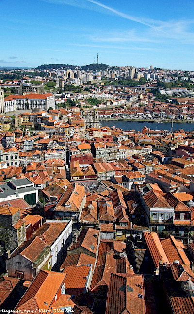Characteristic red roofs of Porto, Portugal. Flickr:Vitor Oliveira