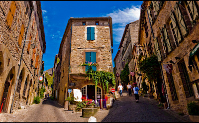 Rue Saint Michel and Raymond VII in Cordes-sur-Ciel, Tarn, France. Photo via Flickr:Guillen Perez