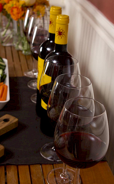 Burgundy is known for producing both red and white wines, most notably Pinot Noirs and Chardonnays. Flickr:dinnerseries