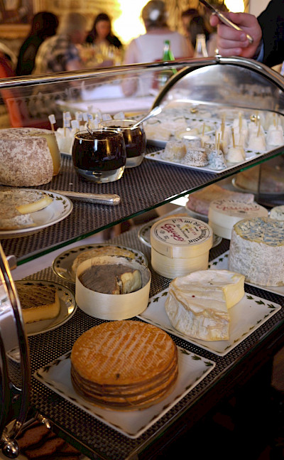 Chagny-en-Bourgogne and its great cheeses. Flickr:niefh
