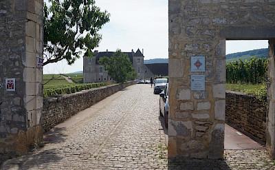 Château du Clos de Vougeot in Vougeot, France. Flickr:Pierre Andre Leclercq