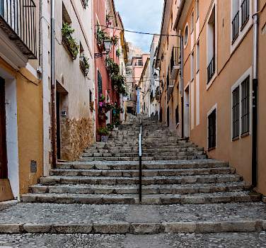 Alleyway in Biar, Spain. Photo via Flickr:Diego Albero Román