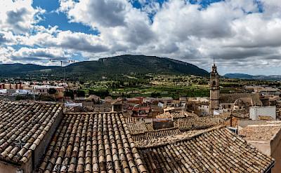 View of Biar at the foot of Serra de Mariola, province Alicante, Spain. Photo via Flickr:Diego Albero Román