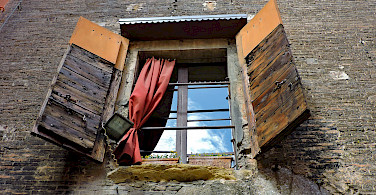 Torre Prendiparte, Bologna, Emilia-Romagna, Italy. Photo via Flickr:Dimitris Kamaras