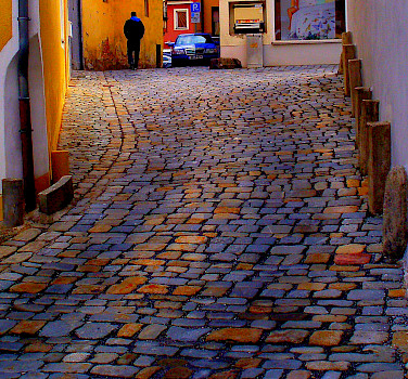 Cobblestone streets in Straubing, Lower Bavaria, Germany. Photo via Flickr:pfatter