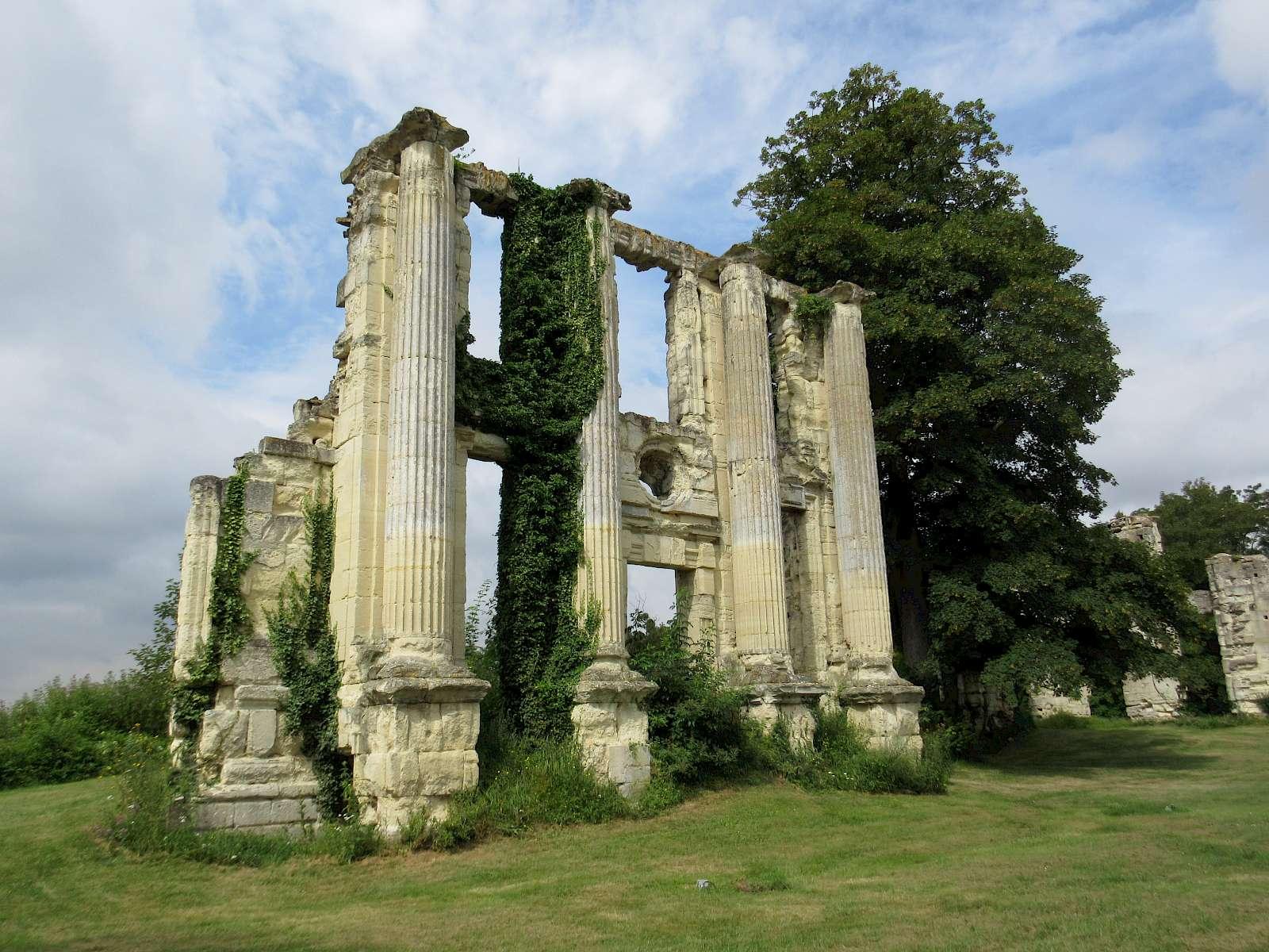 Monteceaux-le-s-meaux ruins