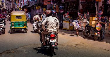 Street traffic in Delhi, India. Photo via Flickr:piviso