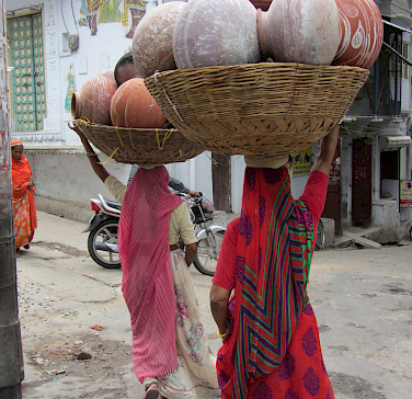 Working ladies in Udaipur, Rajasthan, India. Photo via Flickr:Ben Paulos