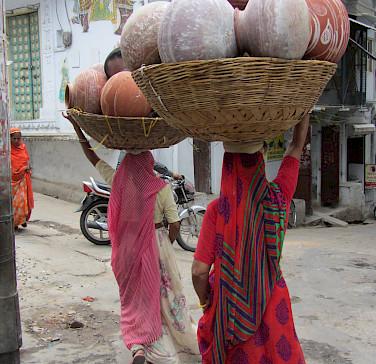 Working ladies in Udaipur, Rajasthan, India. Photo via Flickr:Ben Paulos