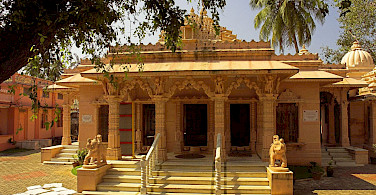 Jain temple in Fort Cochin, Kerala, India. Photo via Wikimedia Commons:Thorsten Vieth
