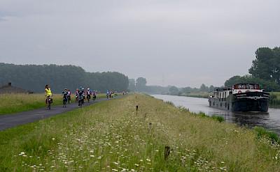 Cycling along the Magnifique III - Bike & Boat Tours