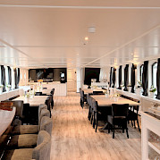 Magnifique III Bar and restaurant - Bike & Boat Tours