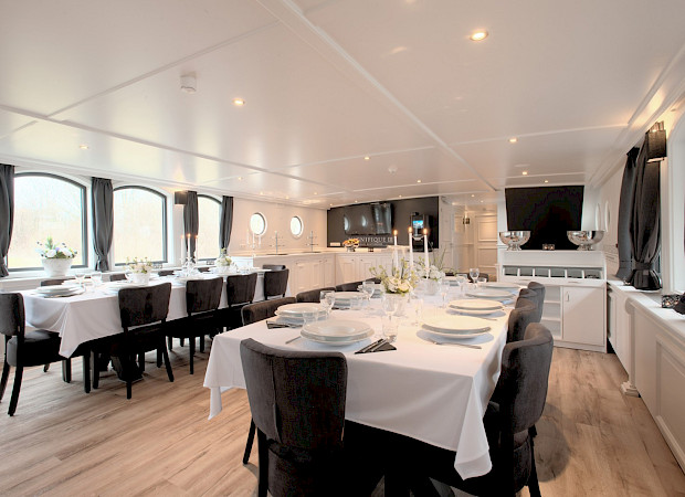 Magnifique III Restaurant setting - Bike & Boat Tours