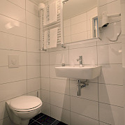 Magnifique III Twin Bathroom