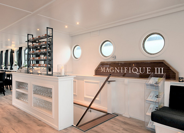 Magnifique III - Bike & Boat Tours