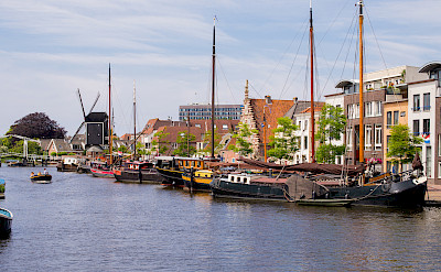 Boats in harbor, Leiden, South Holland, the Netherlands. Photo via Flickr:Roman Boed