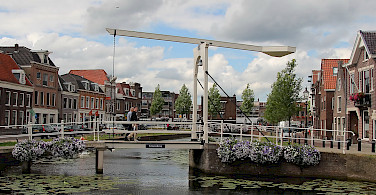 Drawbridge in Weesp, North Holland, the Netherlands. Photo via Flickr:bert knottenbeld