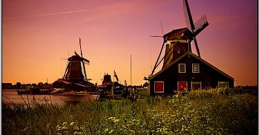 Sunset at the Zaanse Schans Open-Air Museum, the Netherlands. Flickr:Moyan Brenn