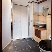 Bathroom | Leafde fan Fryslân | Bike & Boat Tours