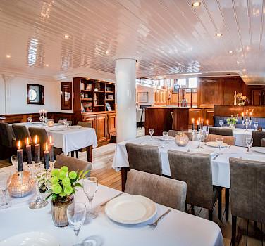 Dining Room - Leafde Fan Fryslân | Bike & Boat Tours