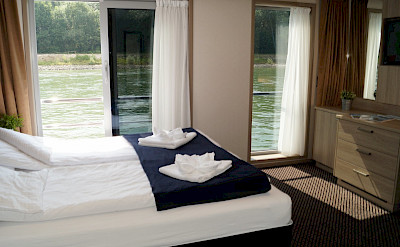 Suite cabin on the Arlene II | Bike & Boat Tours