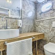 Bathroom double cabin - New Star | Bike & Boat Tours