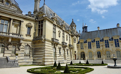Quite impressive Château de Chantilly in Chantilly, France. Flickr:Vania Wolf