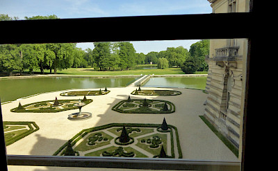 Gardens at Château de Chantilly in Chantilly, France. Flickr:Vania Wolf