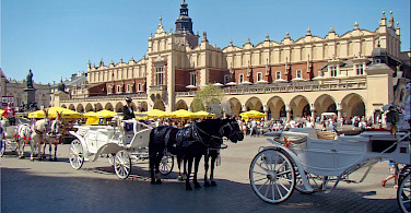 Horsedrawn carriages at the Linen Hall in Kraków, Poland. Flickr:Jorbasa Fotografie