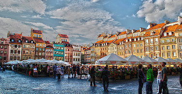 Market in Old Town of Warsaw, Poland. Photo via Flickr:Gabriela Fab