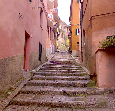 Street in Porto Santo Stefano on the Tuscan Coast, Italy. Photo via Wikimedia Commons:Ceppicone