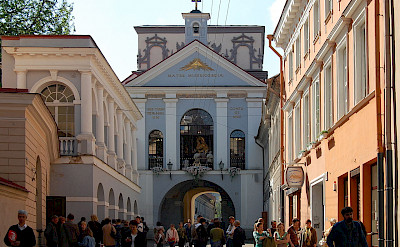 Dawn Gate in Vilnius, Lithuania. CC:Marcin Bialek