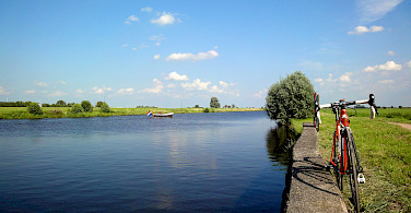 Quiet country bike paths in the Netherlands. Photo via Flickr:E. Dronkert